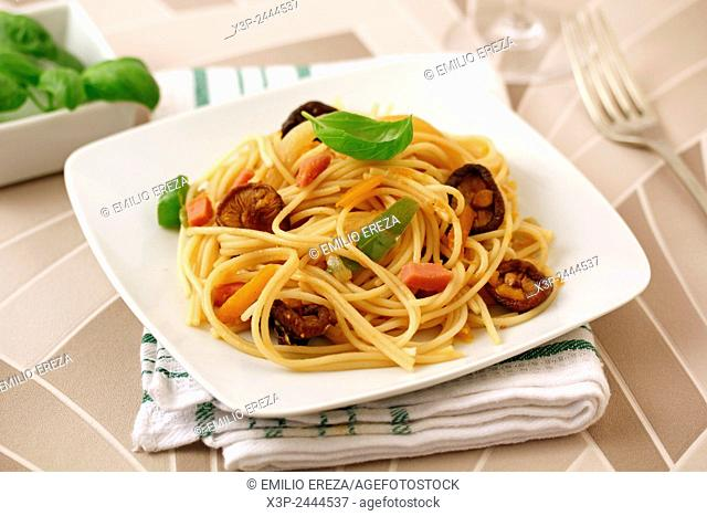 Spaghetti with turkey meat and Chinese mushrooms.