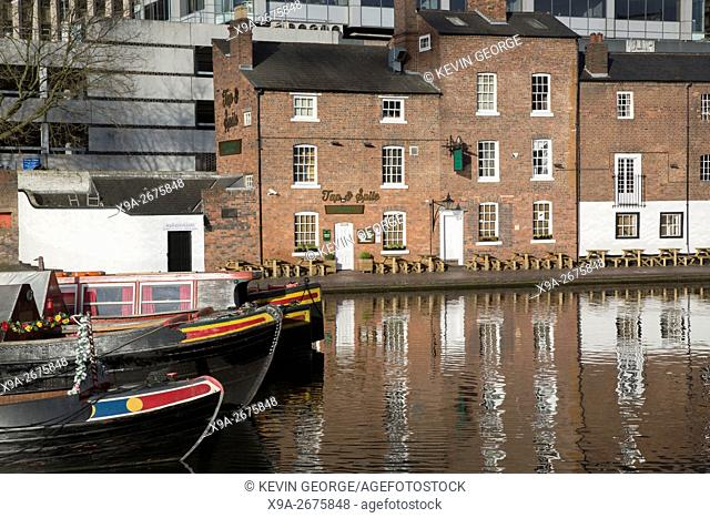 Tap & Spile Pub and Gas Street Canal Basin; Birmingham, England, UK