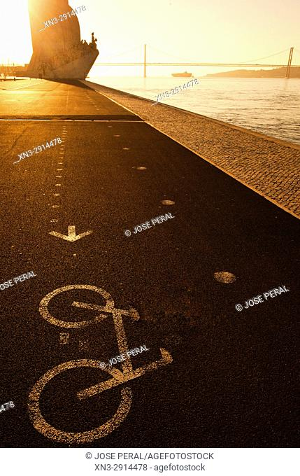 Signal bike lane, Monument to the Discoveries and 25 April bridge, Tagus River, Rio Tejo, Santa Maria de Belém district, Lisbon, Portugal, Europe