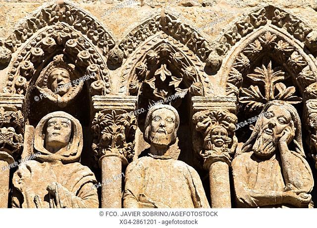 Puerta de las Cadenas, de estilo románico en transición al gótico - Personajes del Antiguo Testamento - Catedral de Santa María - Ciudad Rodrigo - Salamanca -...