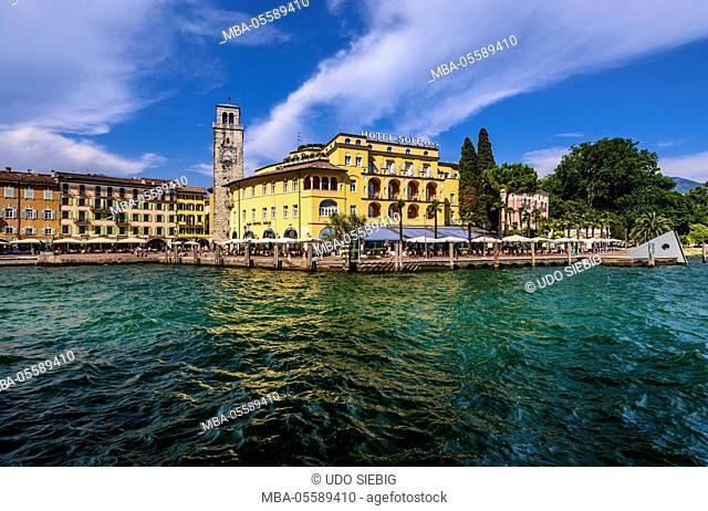 Italy, Trentino South Tyrol, Trentino, Lake Garda, Riva del Garda, lakeside promenade with Torre Apponale