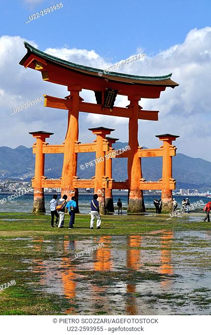 Japan, Miyajima, the Itsukushima shrine gate...