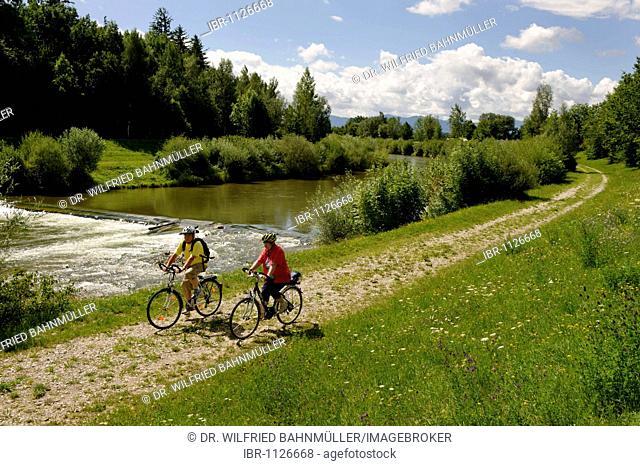 Cyclists on the banks of the river Ammer near Weilheim, Pfaffenwinkel, Upper Bavaria, Germany, Europe