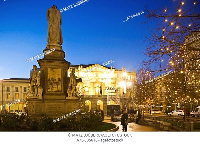 La Scala opera house and Piazza della Scala during the Christmas period, Milan. Lombardy, Italy