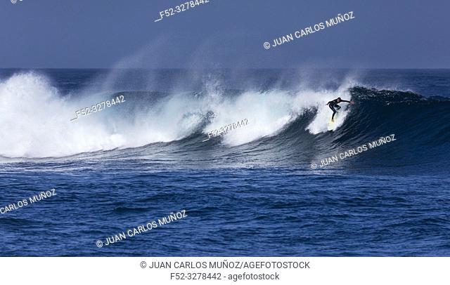 Surfing, Waves and ocean, La Santa, Lanzarote Island, Unesco Biosphere Reserve, Canary Islands, Spain, Europe
