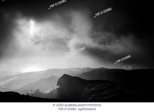 Atlantic Ocean, seen from Pico do Arreiro