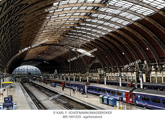 Historic main hall, railway terminus London Paddington station, London, England, United Kingdom, Europe
