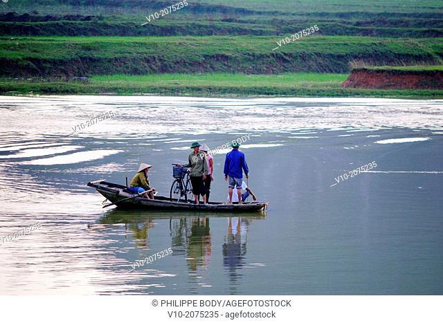 Vietnam, Ha Long bay on land, Ken Ga, karstic landscape around Hoa Lu