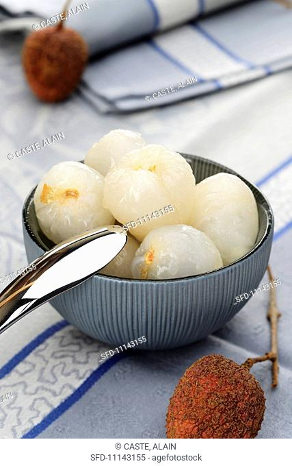 A bowl of freshly peeled lychees