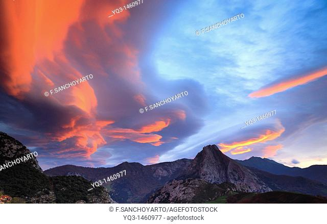 Sunrise and South wind over Cabañes, Liébana with Peña Ventosa in background, Cantabria, Spain