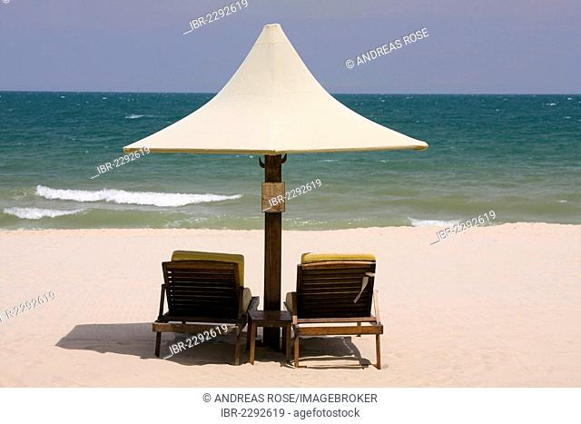 Parasol and sunloungers at the beach, Saigon Mui Ne Resort, Mui Ne, Vietnam, Asia
