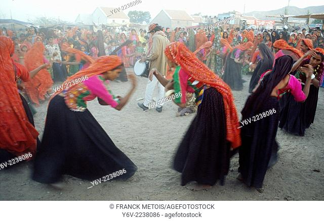 Hindu women performing a traditional dance. Kachchh region ( Gujarat, India). They belong to the Ahir caste
