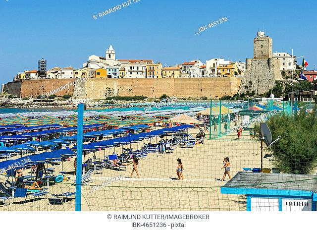 View over the beach to the Old Town with Cattedrale San Basso and Castello Svevo, Old Town, Lungomare Colombo, Region Molise, Italy