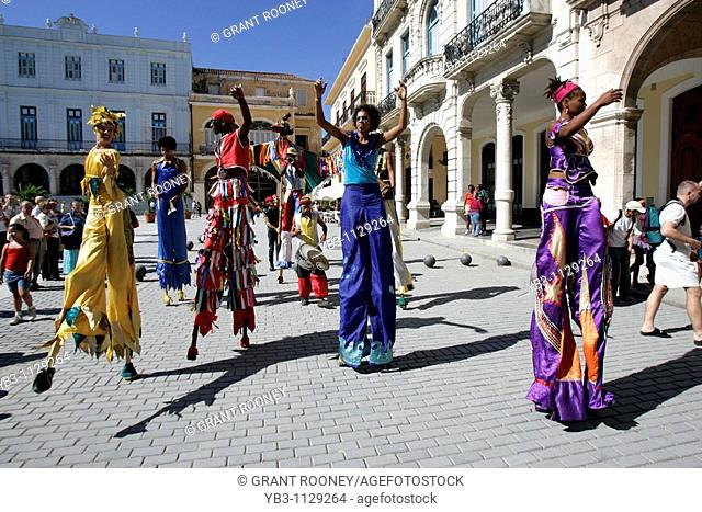 Street Entertainers, Plaza Vieja, Old Havana, Cuba