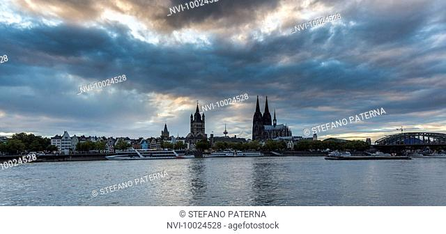 Cologne Cathedral, Groß St Martin church and Hohenzollern Bridge, old town, Cologne, North Rhine-Westphalia, Germany