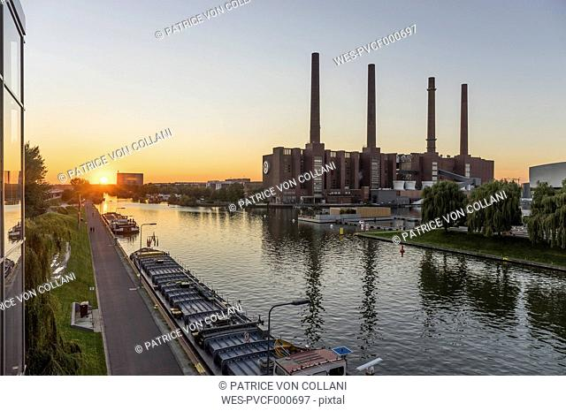 Germany, Lower Saxony, Wolfsburg, Autostadt at sunset, combined heat and power station of Volkswagen