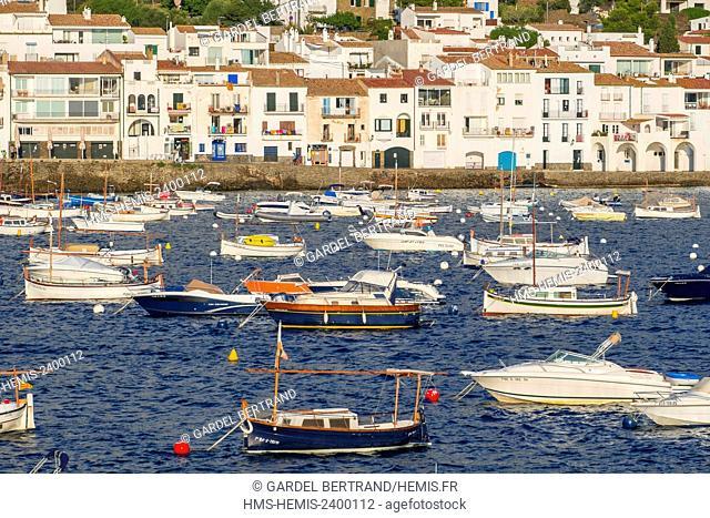 Spain, Catalonia, Costa Brava, Girona province, Cadaques, harbour