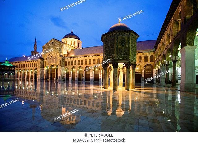 Syria, Damascus, Ommayed mosque,inner ward, treasure-house, illumination, evening, Orient, capital, Old Town, Omaijaden-mosque, Omayyadenmosque, Omaijadenmosque