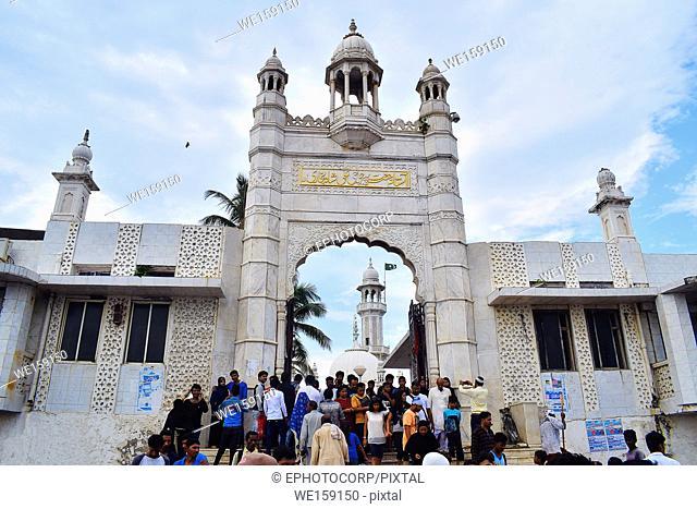 Haji Ali Dargah, Façade. Mosque and tomb of Pir Haji Ali Shah Bukhari Mumbai, Maharashtra