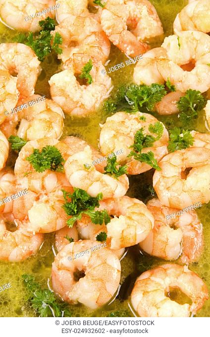 shrimp in oil with chopped parsley
