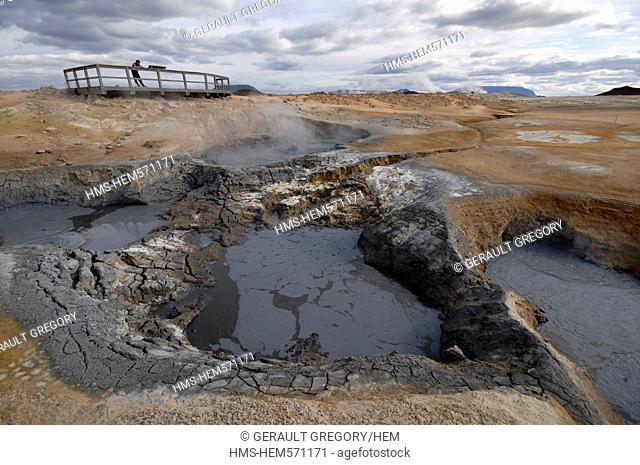 Iceland, Nordurland Eystra Region, Reykjahlid, geothermal zone of Hverir towards Namarskard
