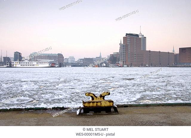 Germany, Hamburg, Elbe river in winter