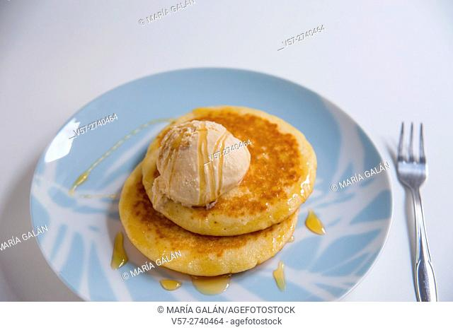 Pancakes with ice cream and honey
