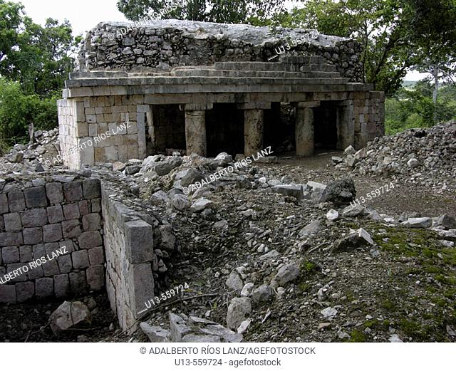 Xcalumkín archaeological site. Near Hecelchakán. Campeche. Mexico
