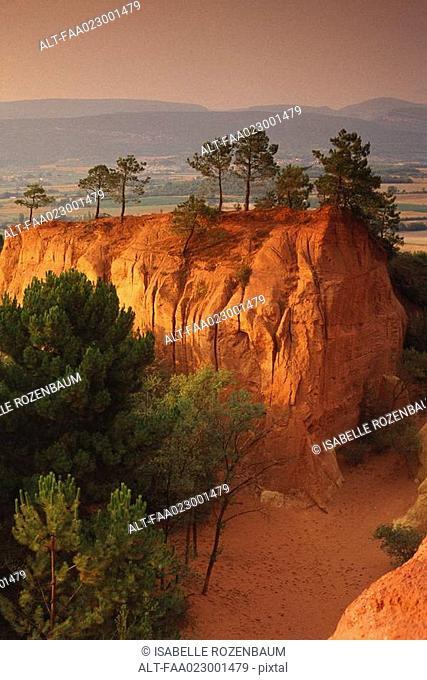 France, Luberon, Roussillon commune, mountainous landscape