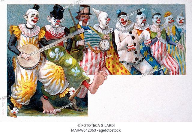 CIRCO nove clowns danzano in fila e suonano comicamente nei loro buffi costumi. Chi ha il cappello a pan di zucchero, chi il cilindro minuscolo o sfondato
