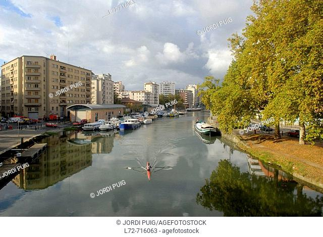 Canal du Midi at Toulouse. Haute-Garonne, Midi-Pyrenees, France