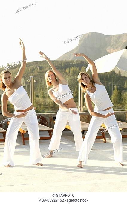 Group, Tai Chi practice, clothing white, outside, morning-mood, full-length