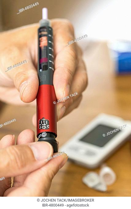 Diabetes, insulin pen, injection of insulin with an injector, on which the amount of insulin required can be adjusted, in units, Germany