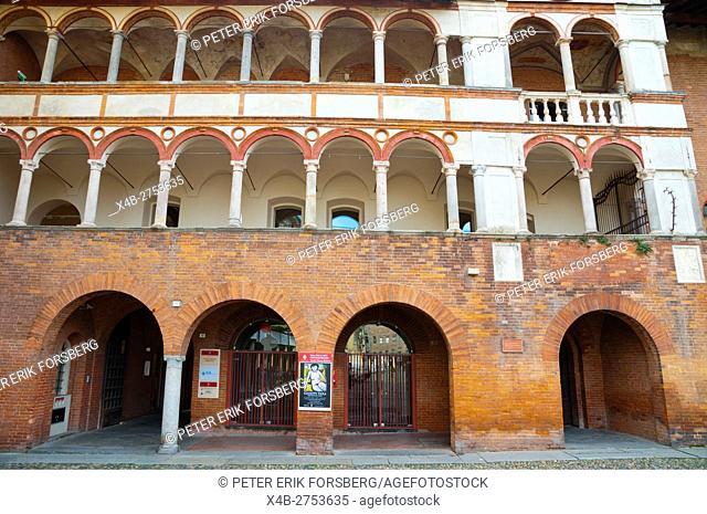 Palazzo del Broletto, houses art museum, Piazza della Vittoria, Pavia, Lombardy, Italy