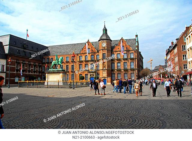 The Rathaus -the City Hall- and the statue of Prince Jan Wellen in Marktplatz. Altstadt area. Dusseldorf, North Rhine-Westfalia, Germany, Europe
