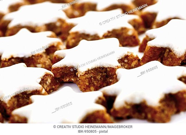Cinnamon star cookies, covering the whole format