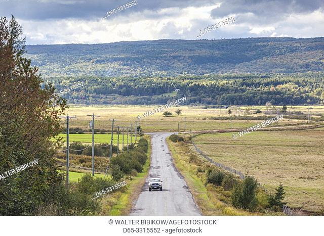 Canada, New Brunswick, Bay of Fundy, Derrys Corner, country road
