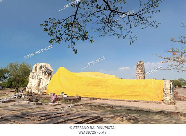 Phra Budhasaiyart, a huge reclining Buddha statue located in the ruins of Wat Lokayasutharam, Ayuthaya, Thailand