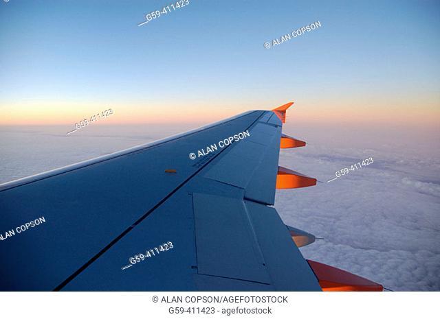 Passenger aircraft wing
