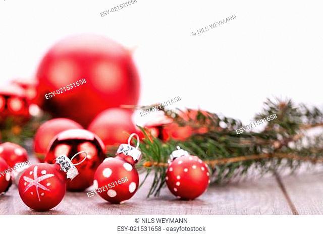 festliche weihnachtsdekoration christbaumkugel in rot