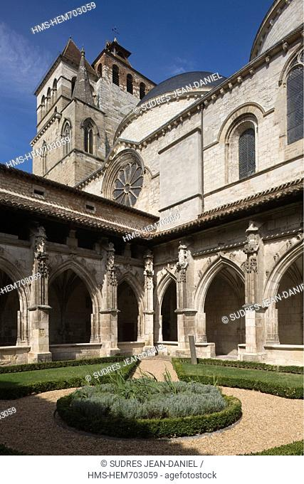 France, Lot, Cahors, Renaissance cloister of the Cathedral St Etienne and Heavenly Pre au part of the secret gardens of Cahors