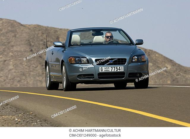 Volvo C70 T5, model year 2005-, silver, driving, diagonal from the front, frontal view, country road, open top