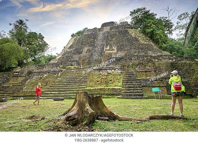 High Temple (the highest temple in Lamanai), Ancien Maya Ruins, Lamanai, Belize