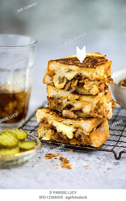 Grilled sandwiches with pork and cheese