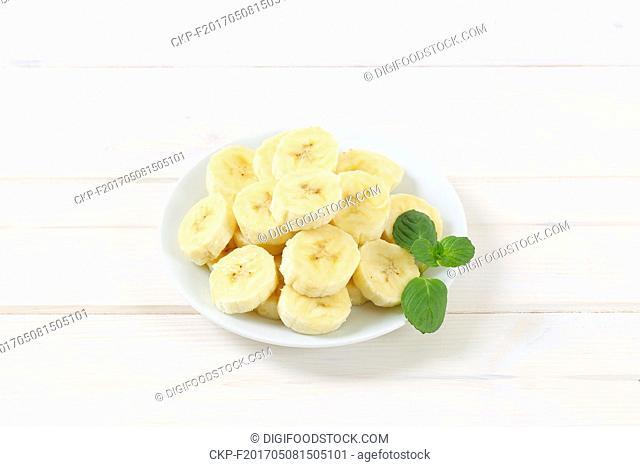 plate of sliced banana on white background