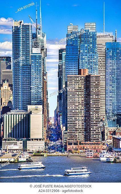 USA, New York City, Manhattan, 42th. Street and Hudson river
