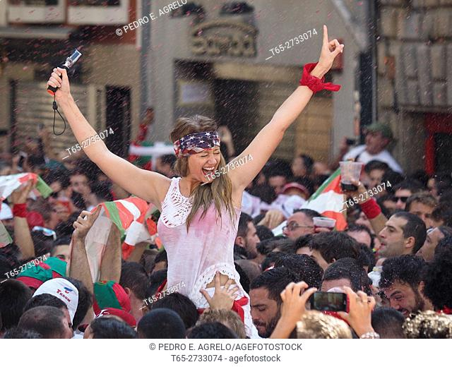 Navarra (Pamplona) .- Start the San Fermin festival 2016 international tourist interest. Thousands of people gather in front of Council of Pamplona during the...