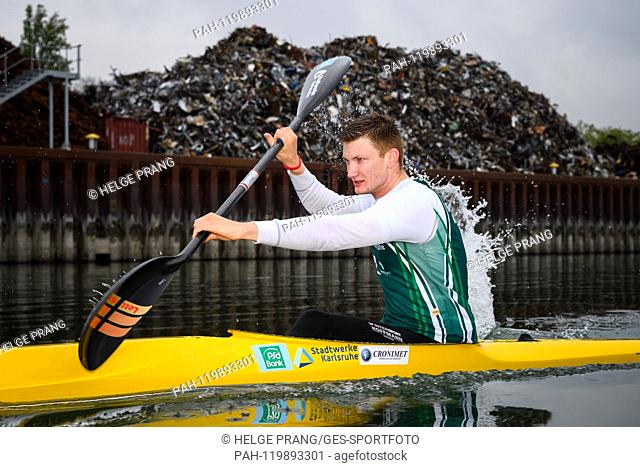 Jan Bechtold, action, training in the boat. GES / canoe racing / Rheinbrueder Karlsruhe, photo opportunity, 17.04.2019   usage worldwide