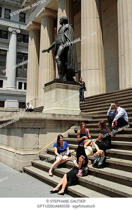 STATUE OF PRESIDENT WASHINGTON IN FRONT OF FEDERAL HALL, WALL STREET, DOWNTOWN MANHATTAN, NEW YORK CITY, NEW YORK STATE, UNITED STATES