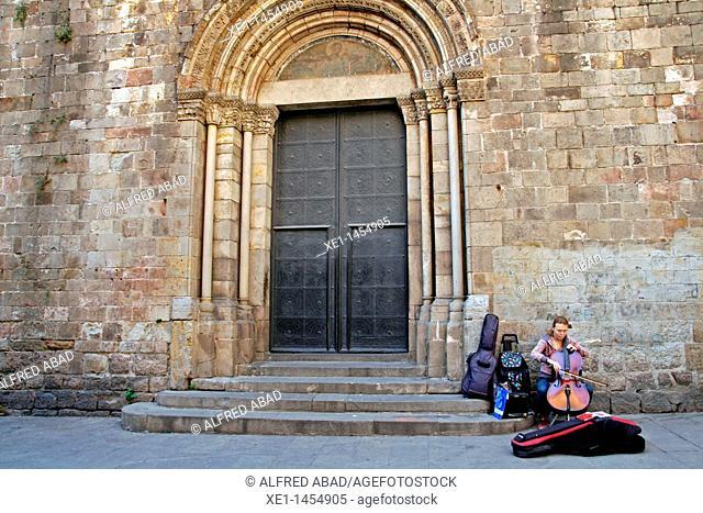 musician, Santa Eulalia Cathedral, Gothic Quarter, Barcelona, Catalonia, Spain